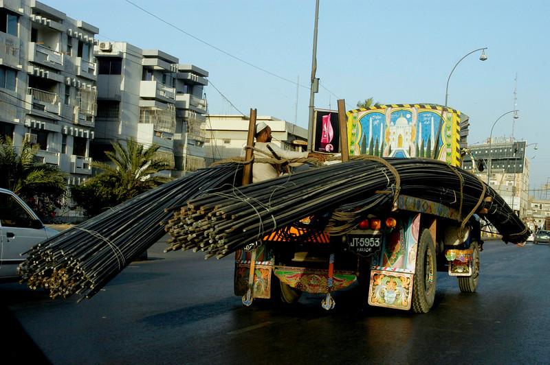 Heavy metal transport, Karachi, Pakistan<br /> scenes of daily life in markets and bazaars in Karachi<br /> (Credit Image: © Chris Kralik/KEYSTONE Press)