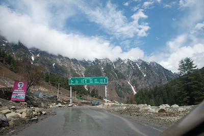 Enroute Srinagar to Sonamarg on the Srinagar-Leh Highway, Kashmir, J&K, India.