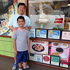 2016-06-09 Stopped at Kauai Bakery to try malasadas
