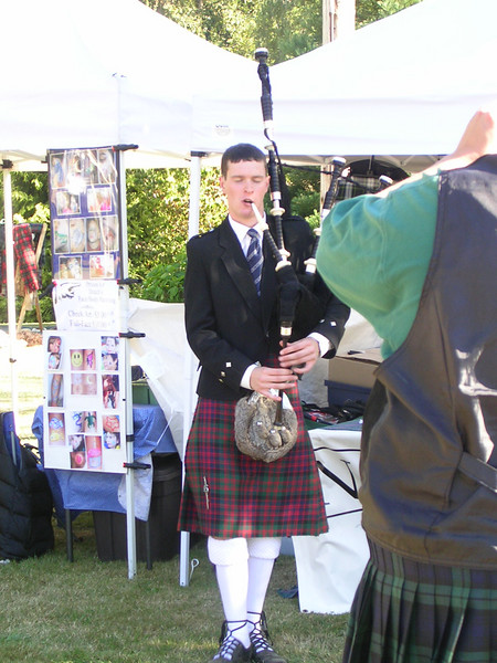 Random piper who attracted a crowd