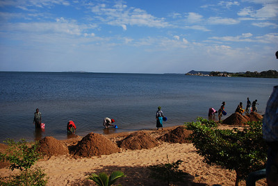 Illegal 'sand harvesting' at Lake Victoria.