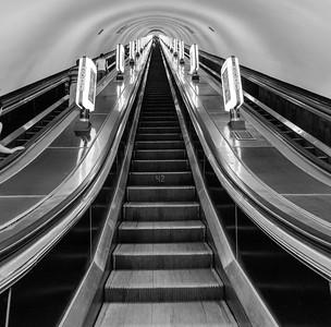 Arsenalna Metro Station