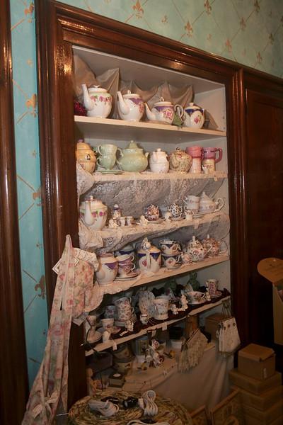 "Tea Pots<br /> Tea pots available in the gift shop.<br />  <a href=""http://www.kimmellhouseinn.com"">http://www.kimmellhouseinn.com</a>"