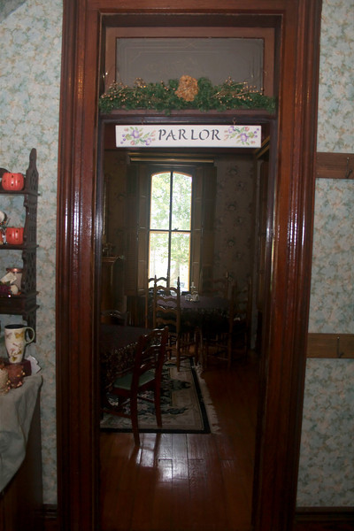 "Parlor Entry<br />  <a href=""http://www.kimmellhouseinn.com"">http://www.kimmellhouseinn.com</a>"
