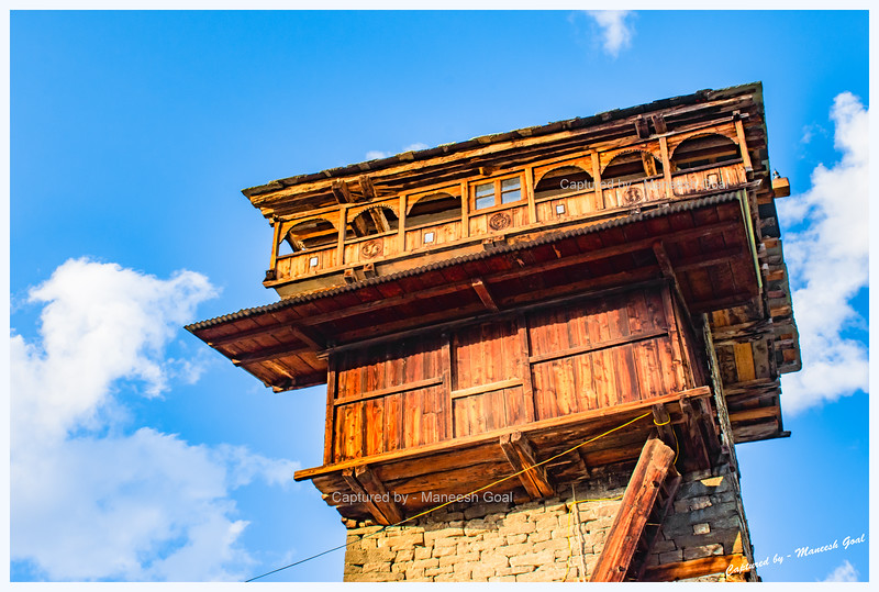 A close-up of the top storeys of Dev Bhandar. Chehni.
