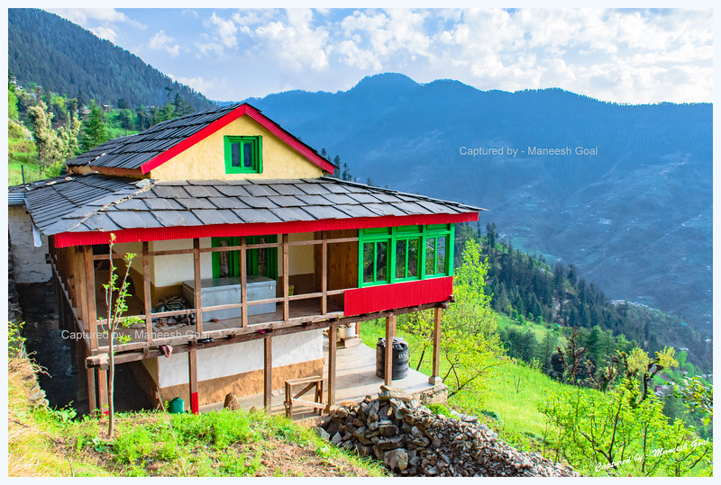 Traditional Himachali houses and orchards dot the trail to Chehni Kothi