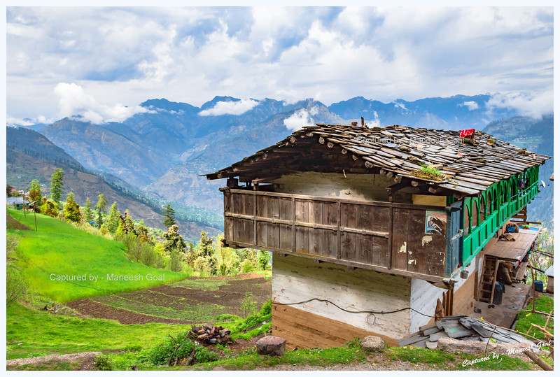 View from the other side of the same traditional Himachali dwelling. Spotted while driving back towards Jibhi. Bahu - Gada Gushaini road.