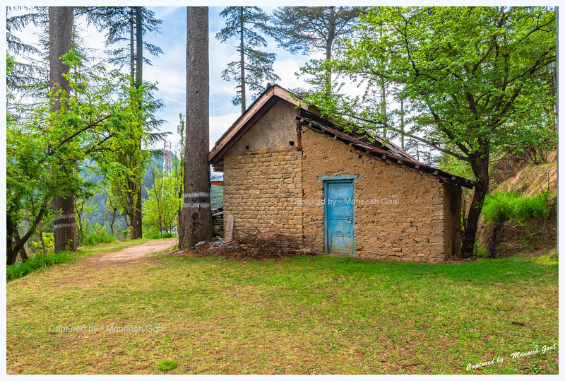 Secluded house in the woods. Bahu.