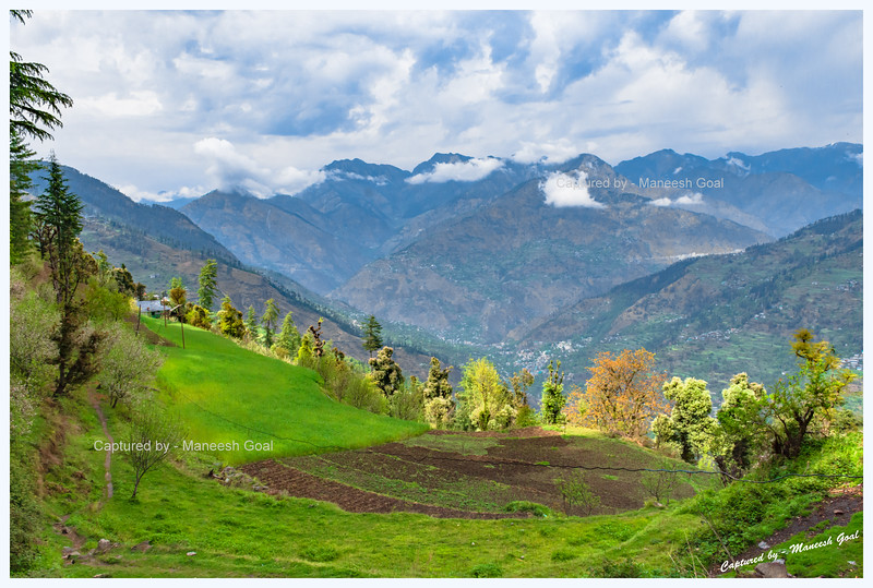 Fields and view of the valley. Bahu - Gada Gushaini road.