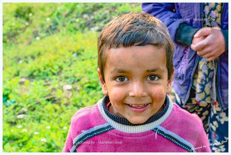 The kid, whom we encountered during our descent, was delighted to meet us. Chehni.