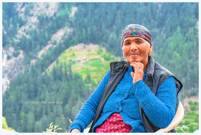 Friendly, ever smiling Himachali lady (en route Bahu)
