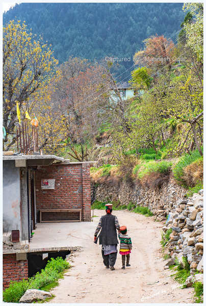 Mother & child - with green Kinnauri caps. Roghi village.