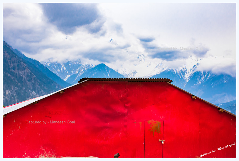Red house. Pangi village.