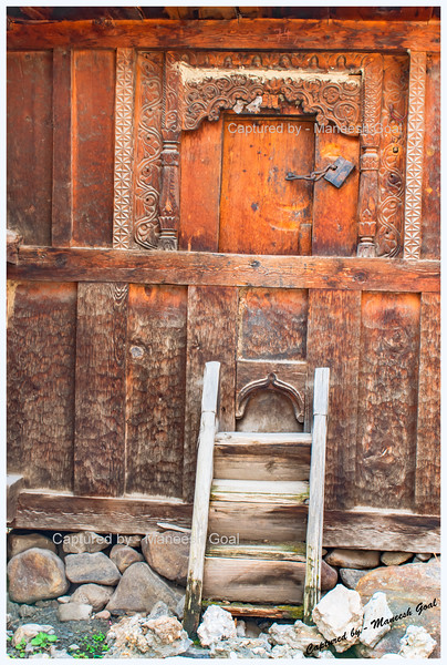 Another one. Storage shed, called 'Kathar'. That lock and the small window-like door to enter amazed us. Batseri.