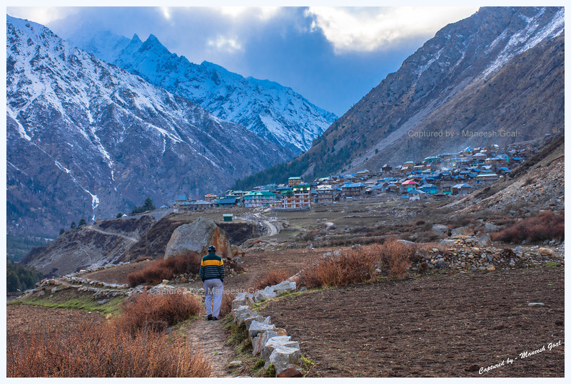 It's close to sunset as we head back towards Chitkul. Baspa River. Chitkul (pronounced as: छितकुल) is located close to the Indo-China border and is said to be the last inhabited village in this part of the Himalayas (an ITBP officer we met there confirmed this claim).