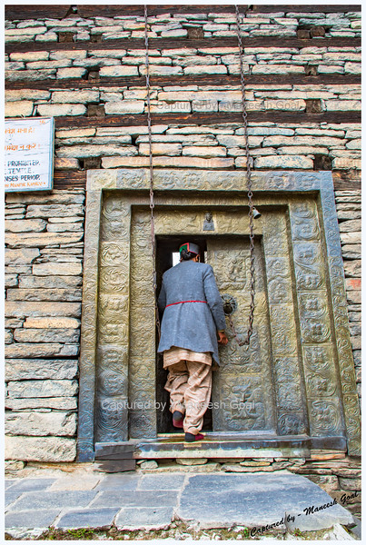 Lady caretaker opening the door to the premises where Kamru Fort is located.
