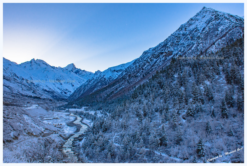 It snowed overnight. Chitkul, before sunrise - carpeted in white.