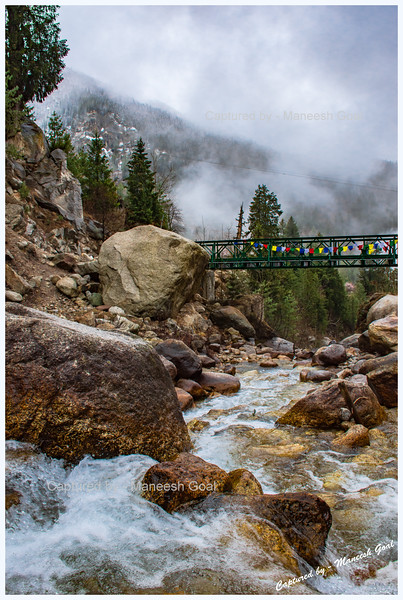 As we were strolling, came a bend in the road and a small bridge with a stream flowing underneath it. Rakcham