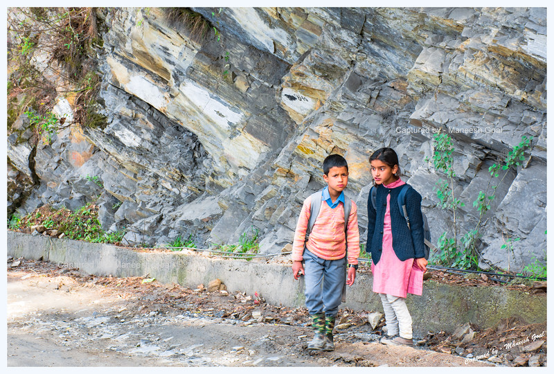 School kids waiting for transportation (Shoja-Jibhi route)