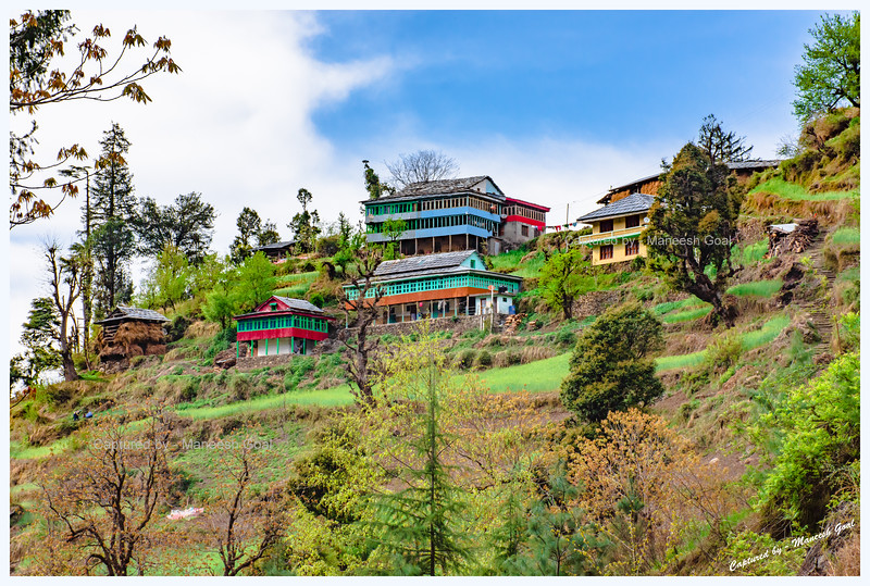 Traditional Himachali houses on the Shoja-Jibhi route