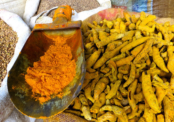 Spices turmeric ground and whole_0830