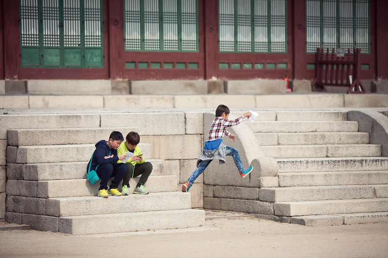 Lots and lots (and lots!) of school children have class trips to places like Gyeongbokgung.