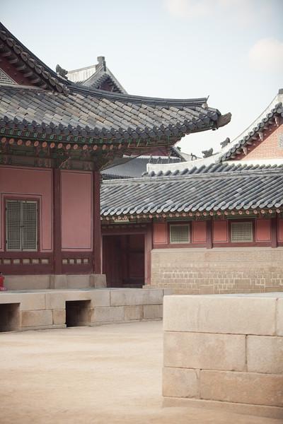 A rare moment of quiet at Gyeongbokgung.