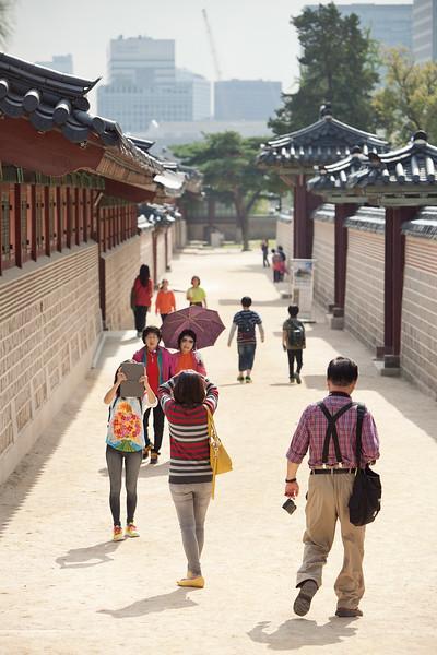 Finishing our tour at Gyeongbokgung.