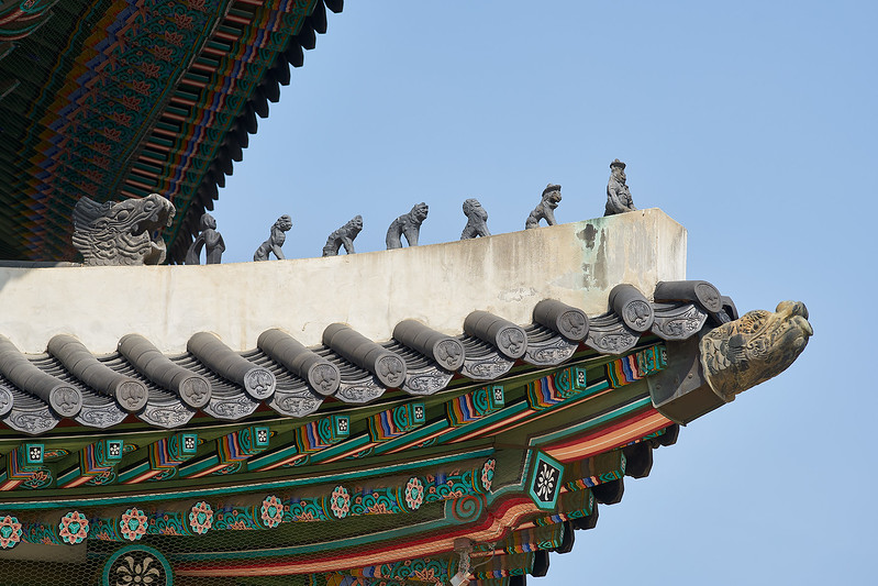 Gargoyles on Heungnyemun (흥례문), an inner gate in Gyeongbok Palace (경복궁).