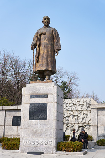 Statue of Yi Sang-jae, a leader of the Korean independence movement in the late 19th century and early 20th century, in front of Jongmyo, the Confucian shrine for kings and queens of the Joseon Dynasty.