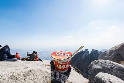 A very Korean lunch (cup noodle) on Baegundae Peak