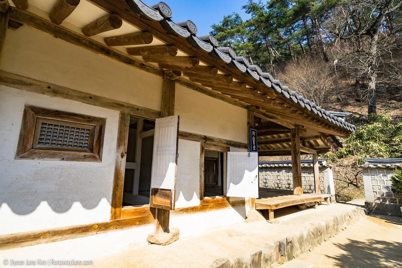 Dosan Seodang (도산서당)