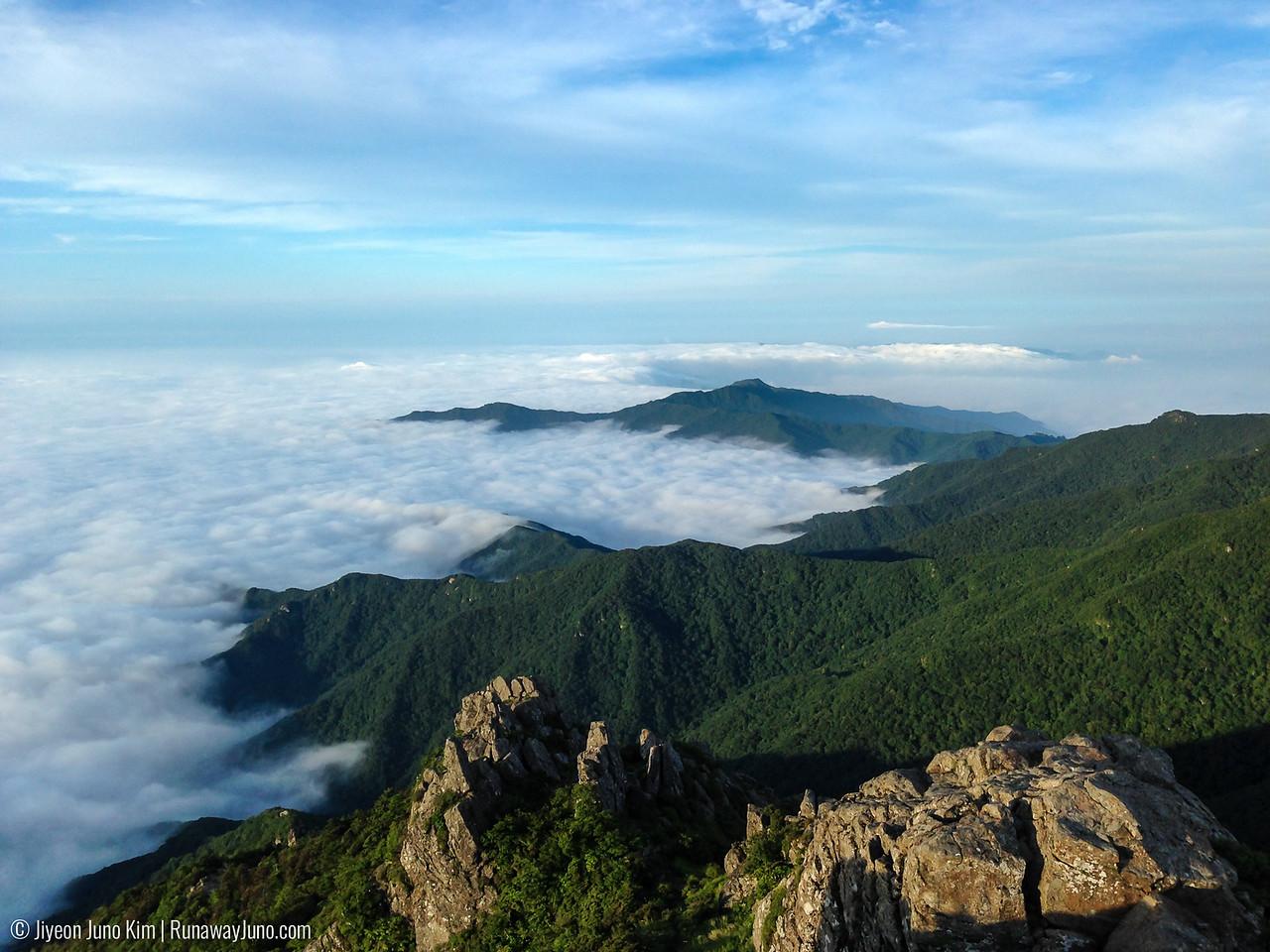 Sea of cloud from Cheonwangbong Peak