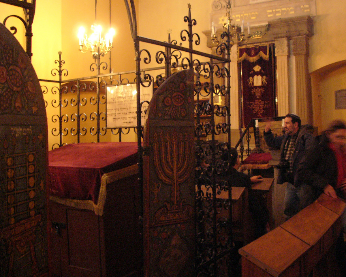 Readers table in the Remu Synagogue