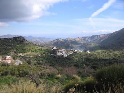 Eiland met dorpen, bergen en natuur