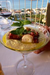 Fantastisk service og god mat...her er da blekksprut på menyen...Kreta 2013