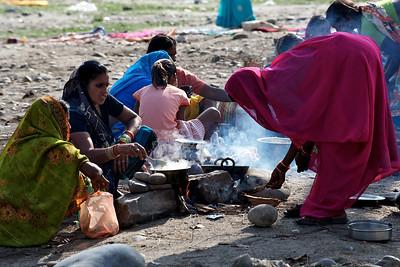 Preparing lunch after the bath. Kumbh Mela 2010, Haridwar.