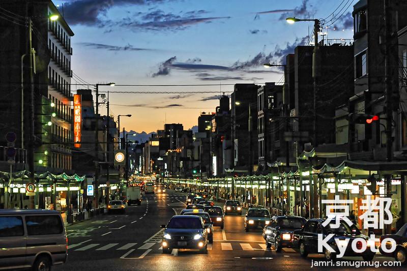 Shijo Street from Yasaka Shrine