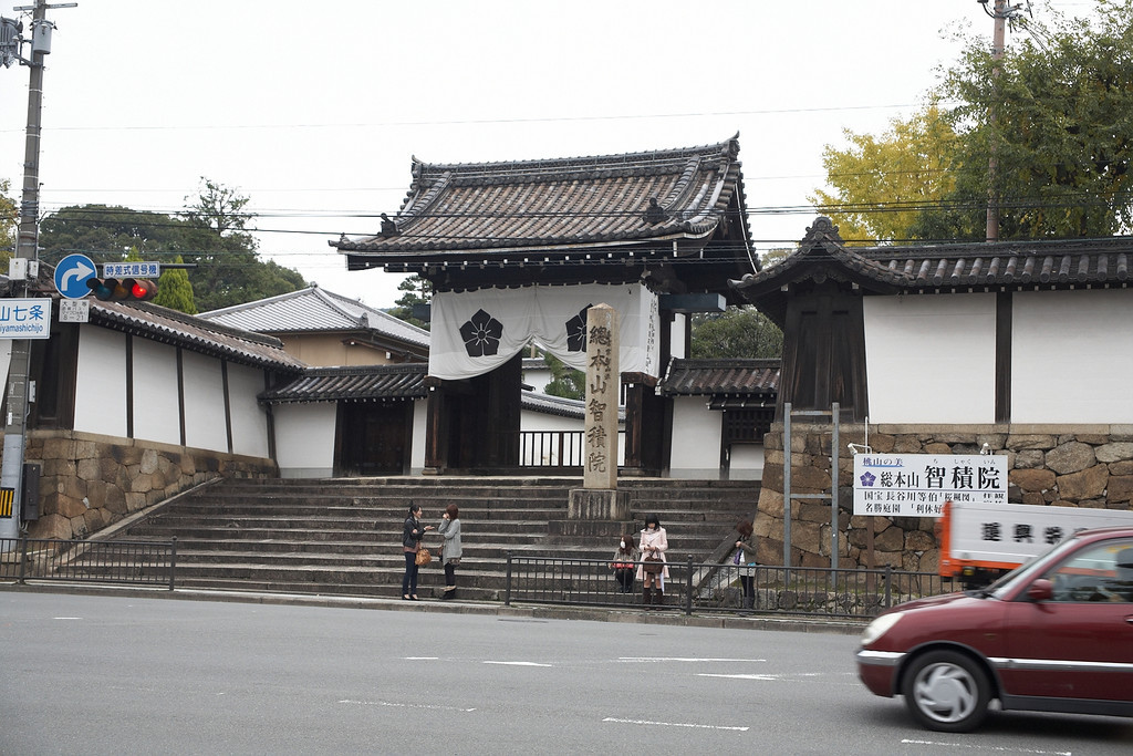 This is the entrance to the Yogen-in Temple. It was built in 1594, but now, its entrance sits right on an modern street complete with modern traffic. <br /> <br /> We just took a peek through the gate before continuing on. We didn't have it on our itinerary for the day. Apparently, the ceiling of the main corridor in the main hall was taken from Fushimi Castle. There is still blood stains in the wood from the samurai who committed seppuku. They tried to defend the castle, but failed in the end.
