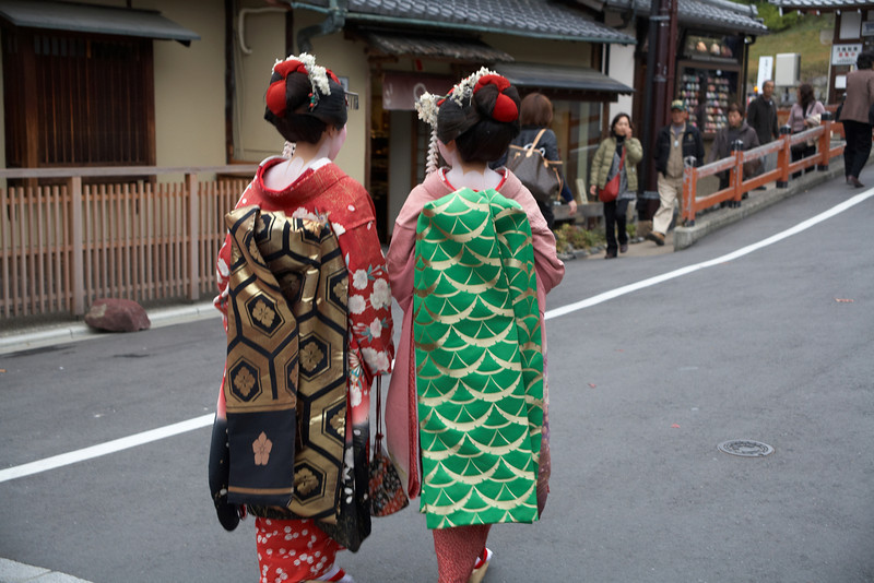 Even the backs of their kimono are elaborate and colorful.