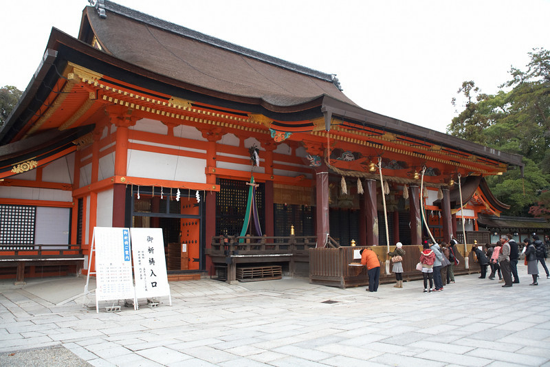 The main hall of the Yasaka Shrine.