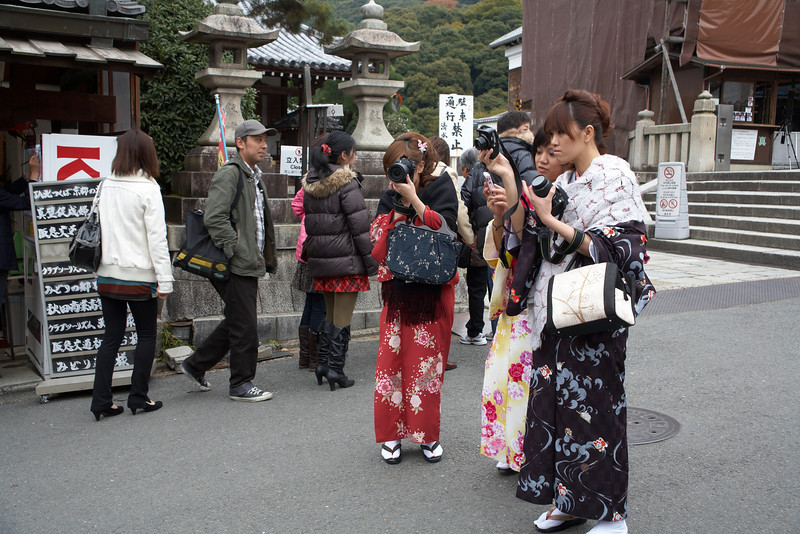 More Japanese tourists in kimono.