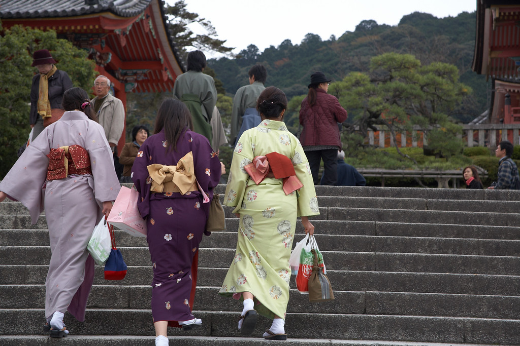 And more Japanese tourists in kimono.