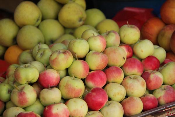 apples at Osh Bazaar Bishkek, Kyrgyzstan