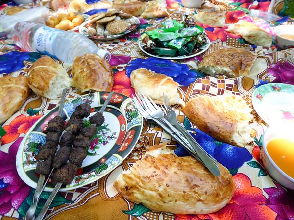 Kyrgyzstan food: picnic