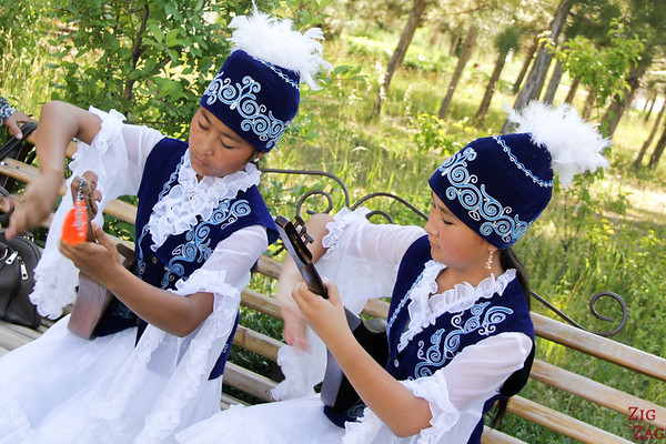 Kyrgyz guitar players 2