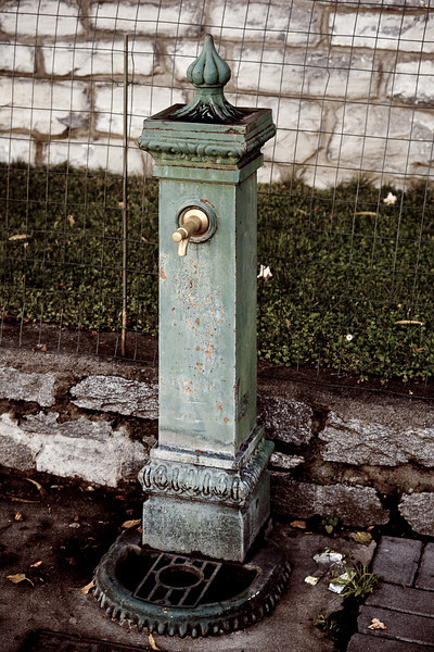 ITALIAN DRINKING FOUNTAIN