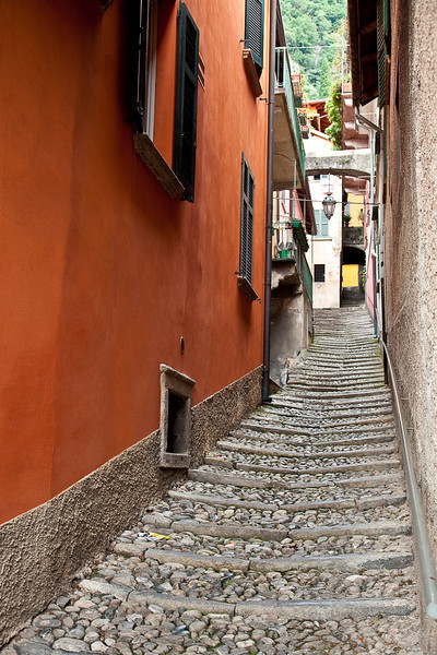 CONTRADE OR WALKING LANES-VARENNA