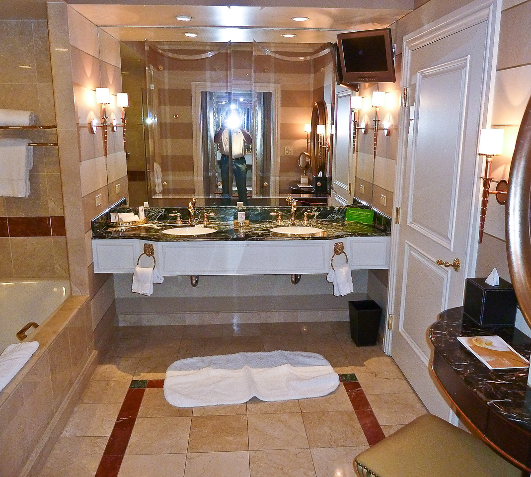 VENETIAN BATHROOM