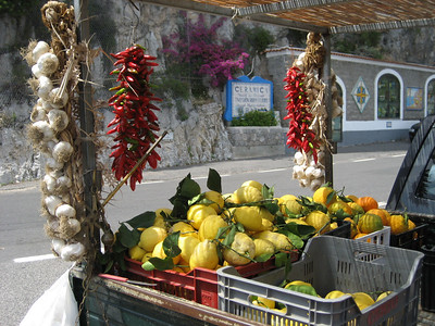 Very Fresh Lemons, Garlic and Peppers for sale mmmmm !!!!!